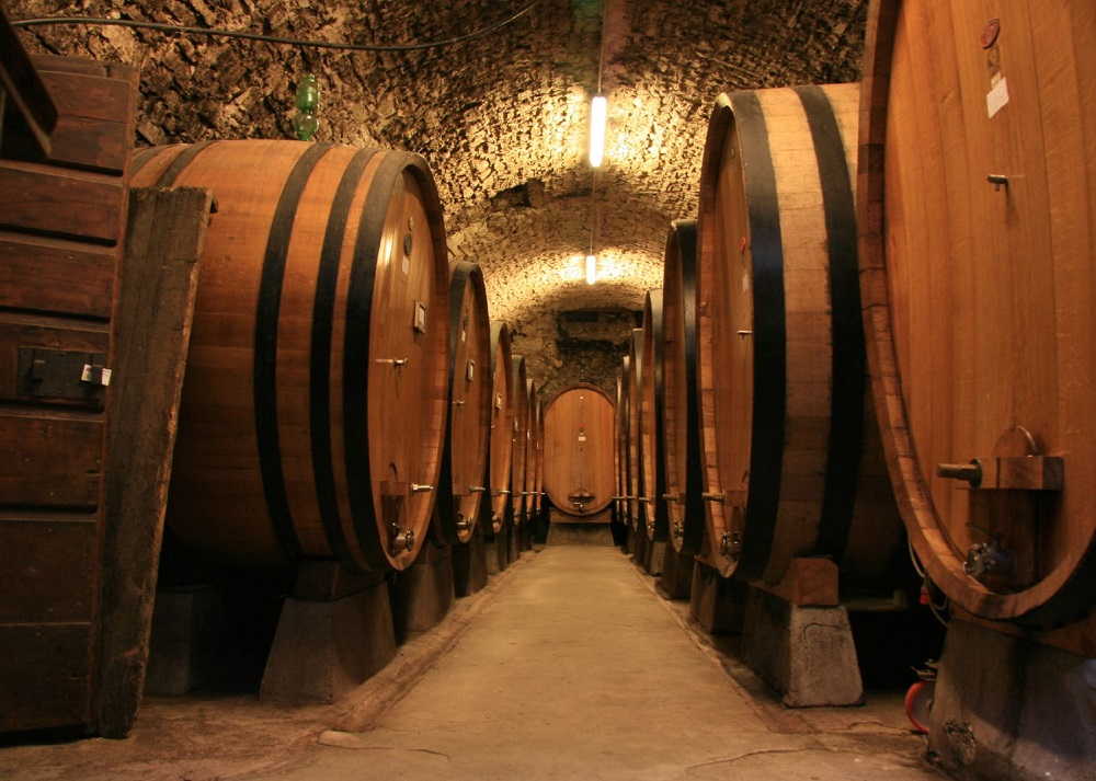 Large_botti_size_oak_barrels_